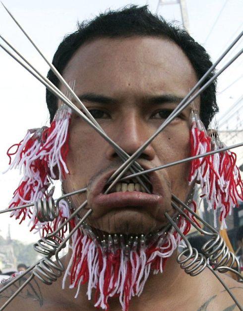 "Ritual "" pembersihan diri "" yang paling mengerikan dari Thailand"